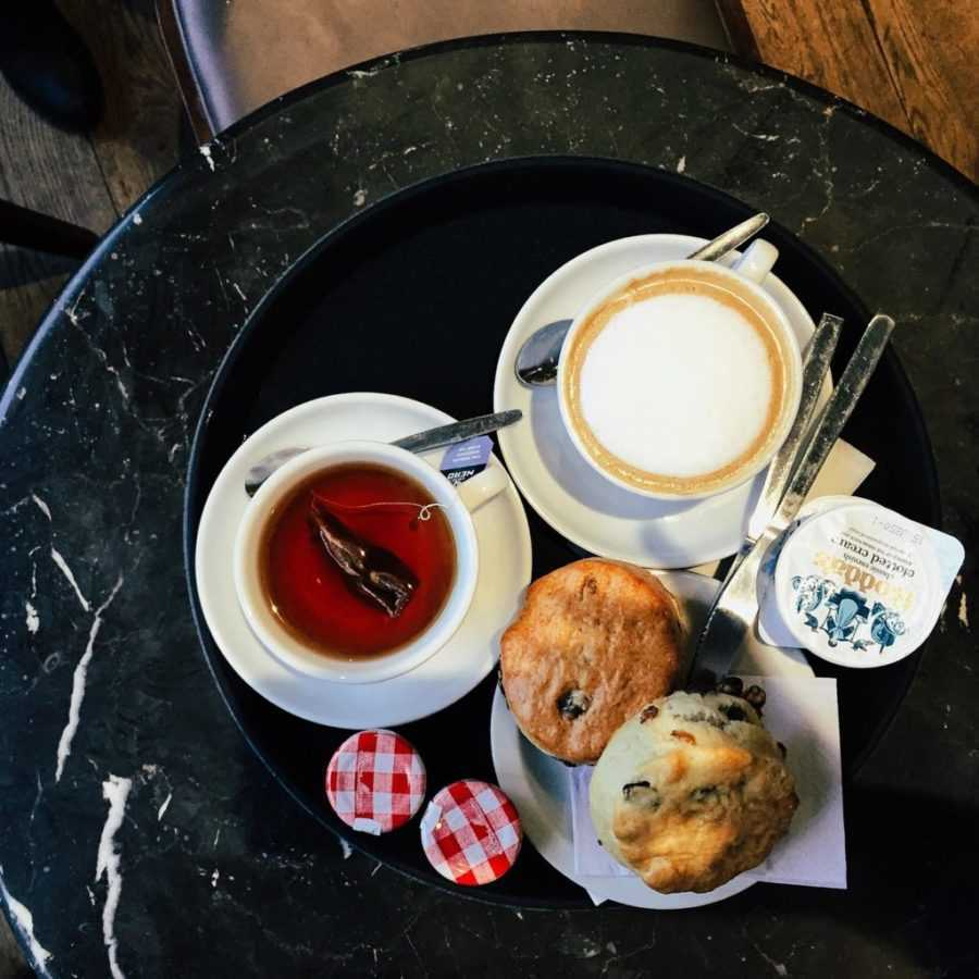 Aberdeen Sehenswürdigkeiten Schottland Afternoon Tea mit Scones und Clotted Cream