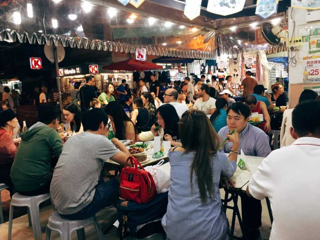 restaurant at night market in temple street hongkong