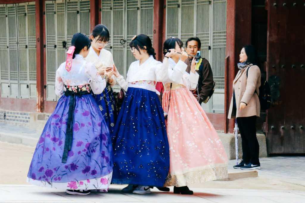 Mädchen in Tracht, Gyeongbokgung Palast, Seoul, Korea