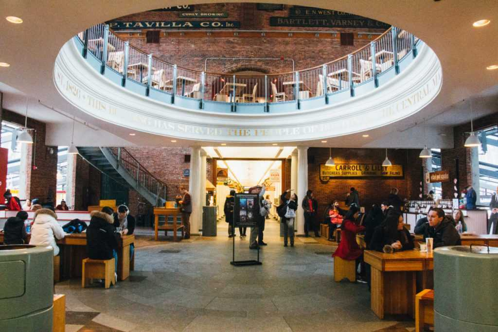 food court im quincy market boston