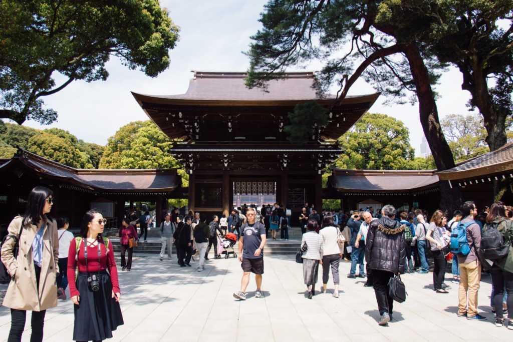 eingang zum meiji schrein in tokyo japan