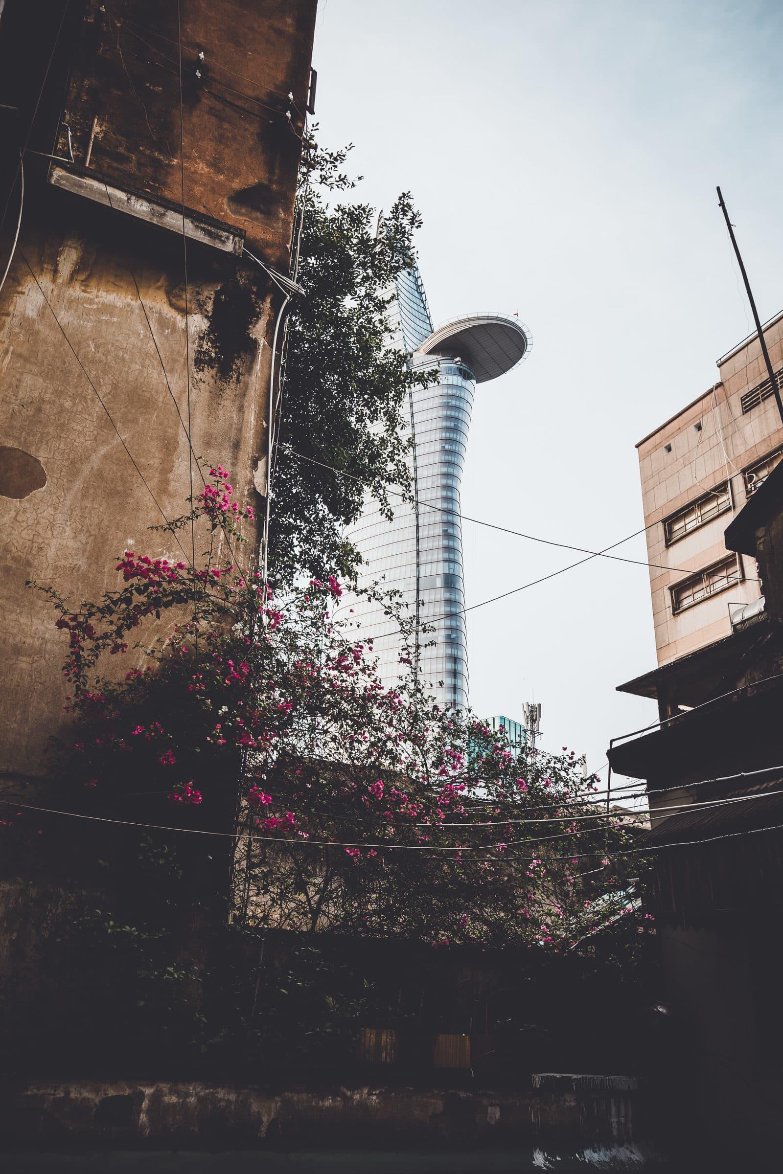 Bitexco Tower Saigon aus Hinterhof