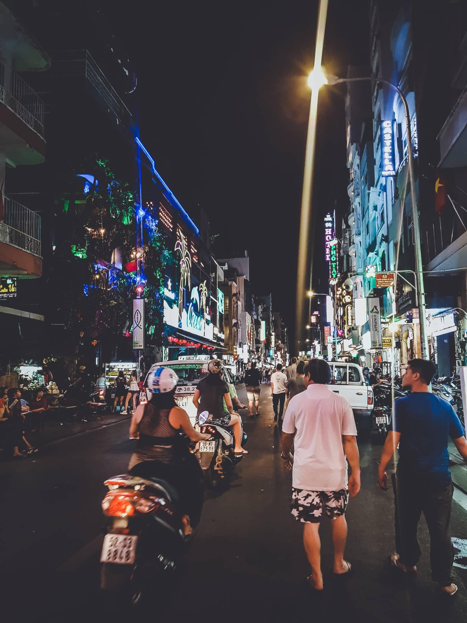 Pham Ngu Lao bei Nacht, Saigon