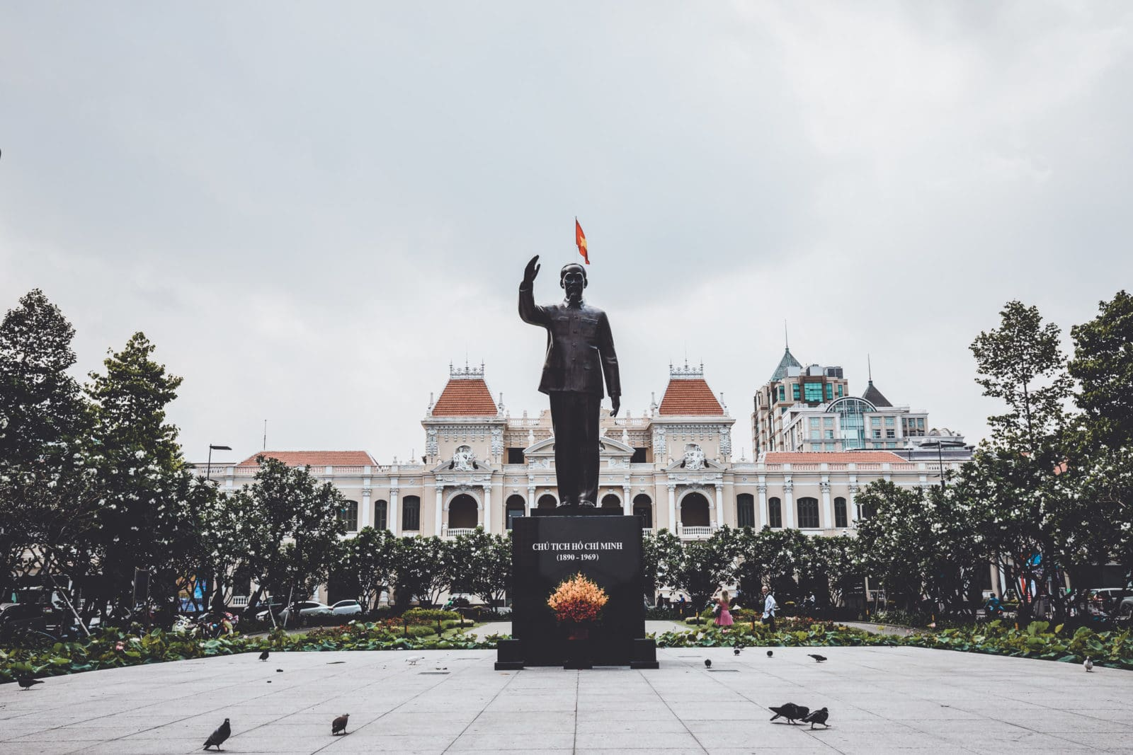 Statue Ho Chi Minh City People's Committee