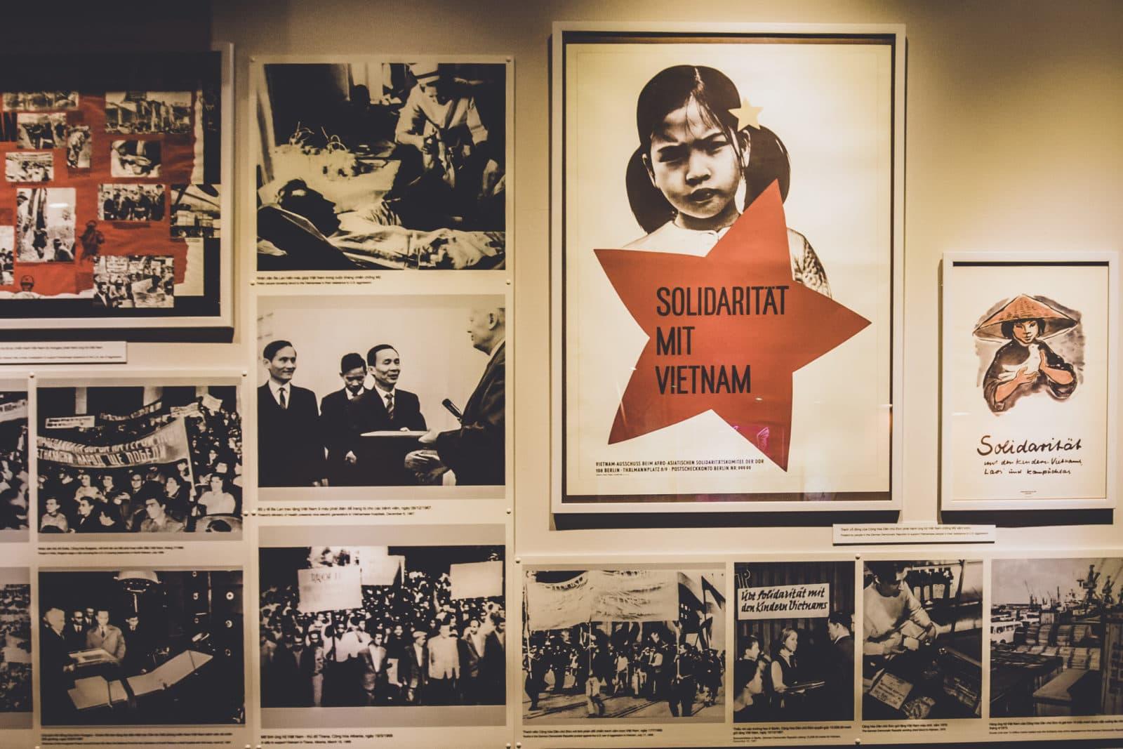 Plakat Solidarität mit Vietnam aus Vietnamkrieg