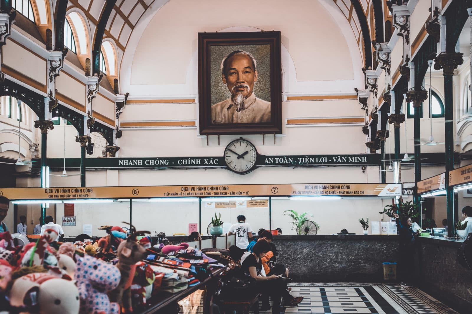 Bild von Ho Chi Minh im Hauptpostamt Saigon