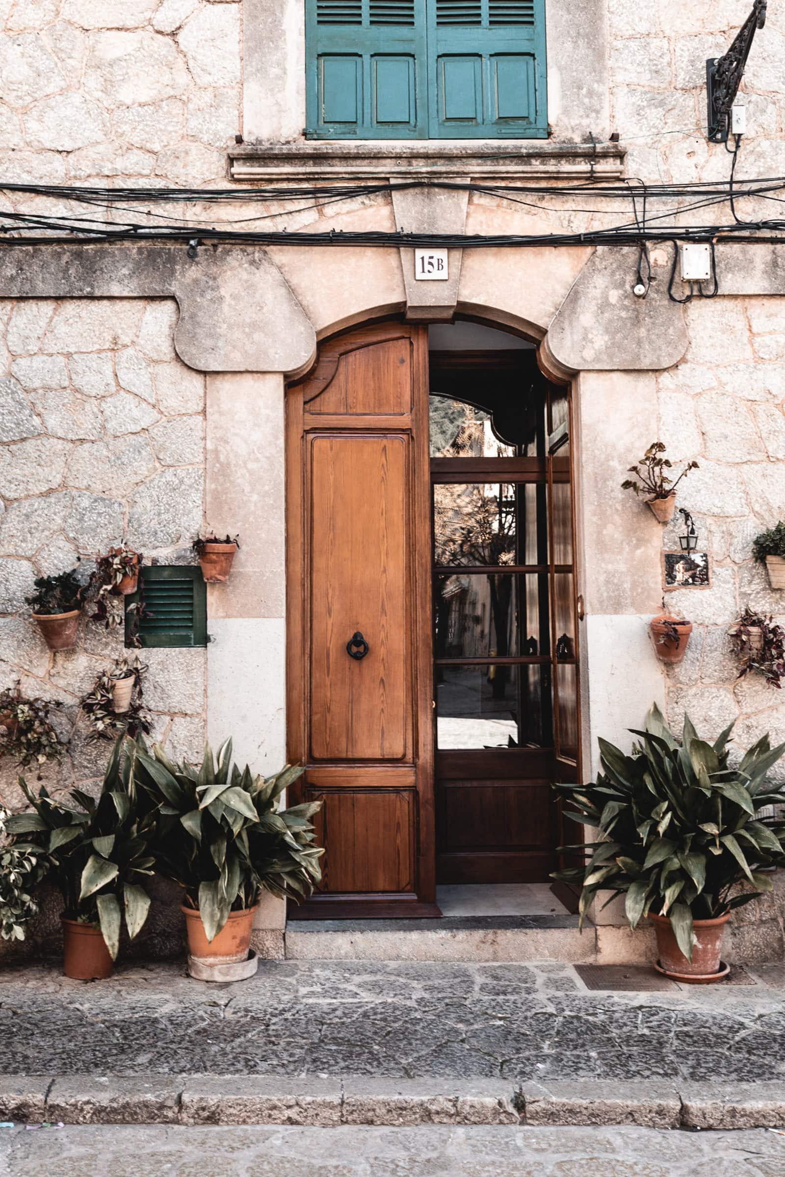 Valldemossa Türen Blumen Mallorca
