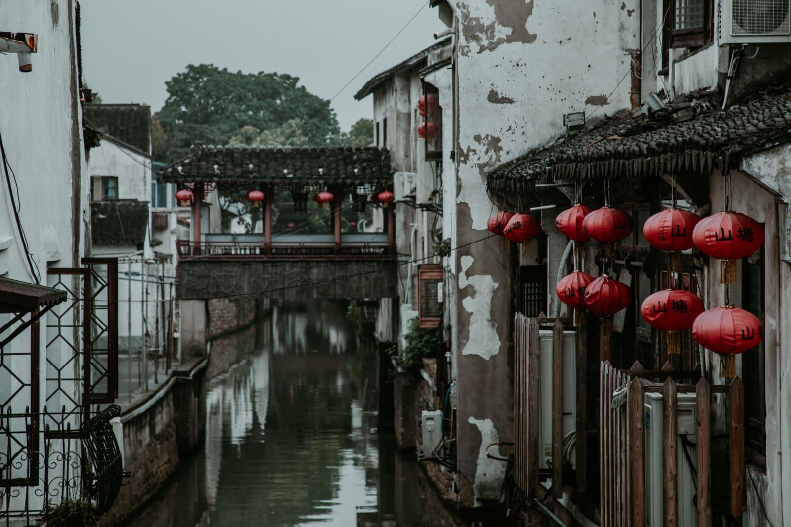 Suzhou Kanal rote Lampions