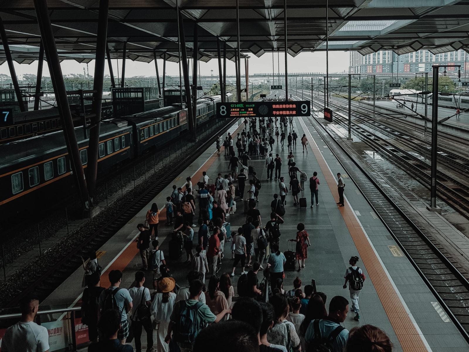 Bahnhof Suzhou Schnellzüge Bahnfahren Zugfahren in China