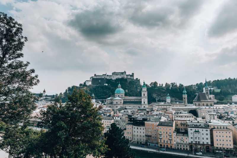 Aussicht vom Kapuzinerberg auf die Festung Hohensalzburg in Salzburg