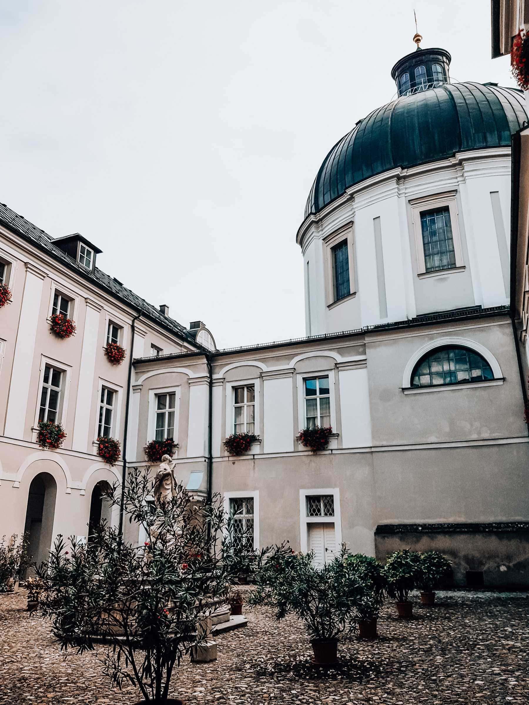 Innenhof im Gaestehaus Priesterseminar Salzburg