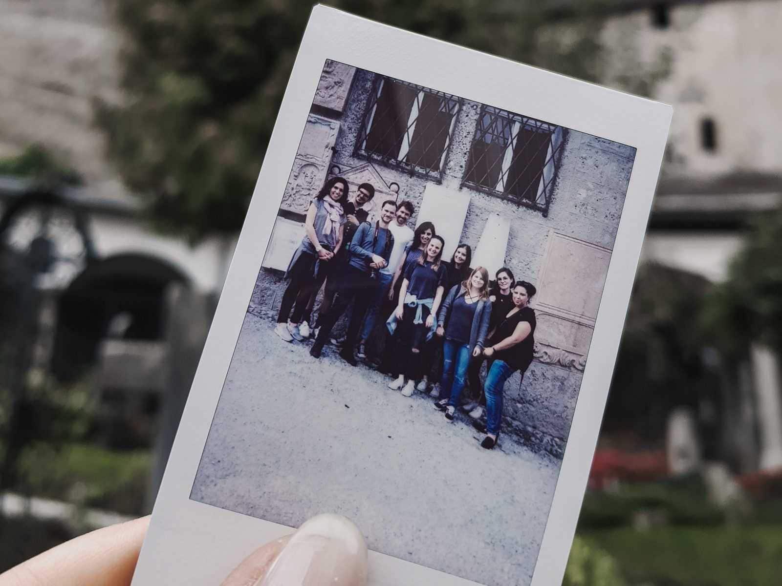 gruppenfoto auf polaroid