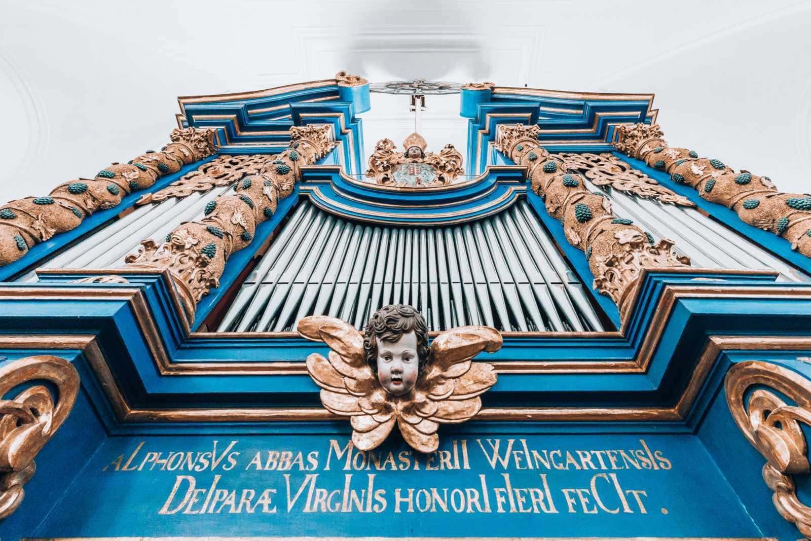 Blau und goldene Orgel in Maria Plain Kirche