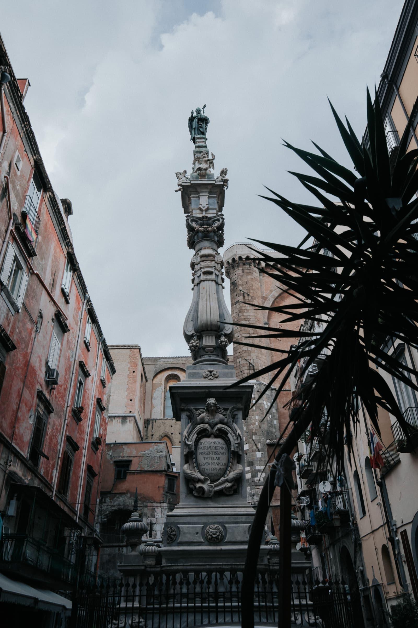 Neapel Sehenswürdigkeiten Altstadt Piazza