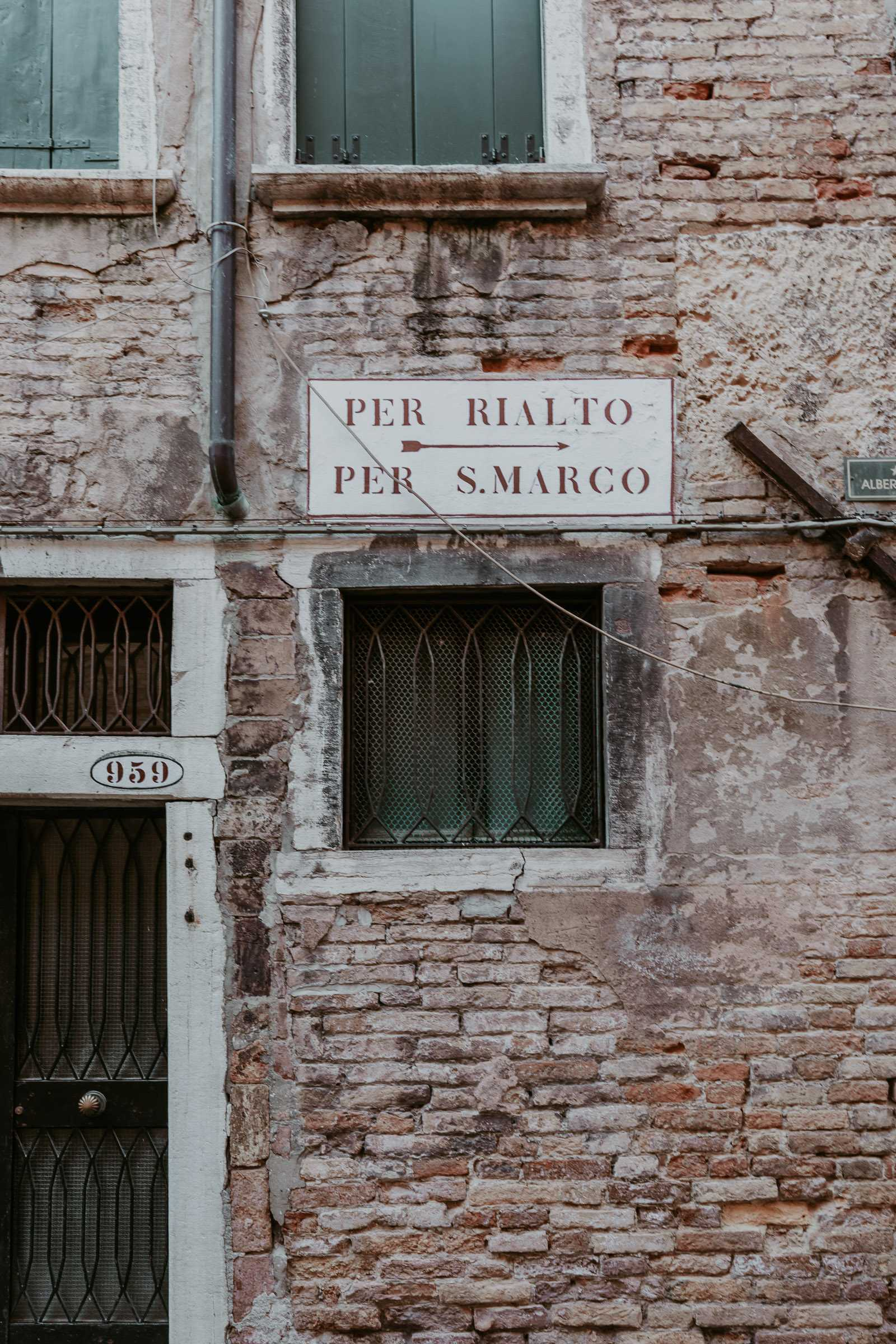 Schild Pfeil Rialto San Marco
