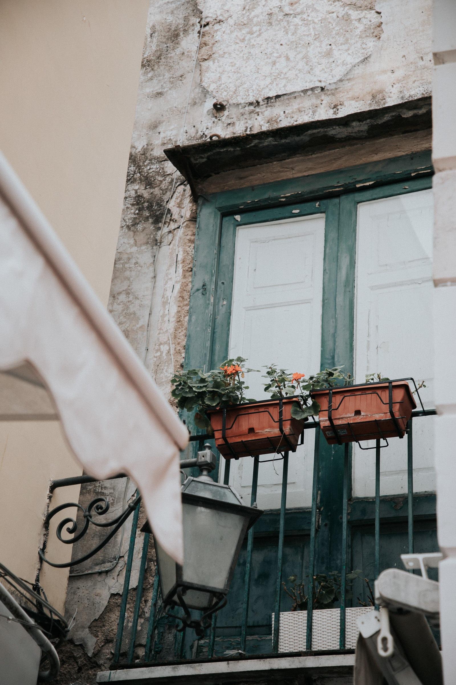 Balkon in Capri Stadt in Gasse