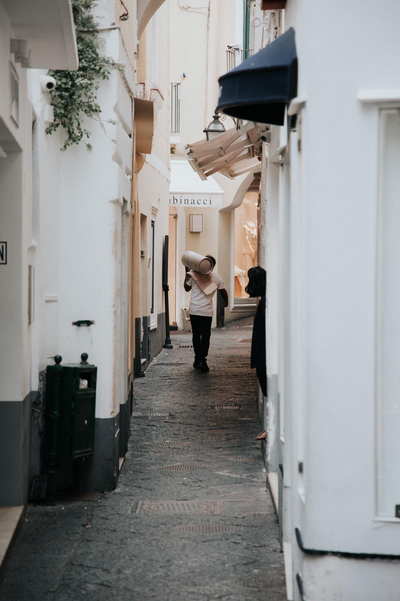 Mann in Gasse in Capri