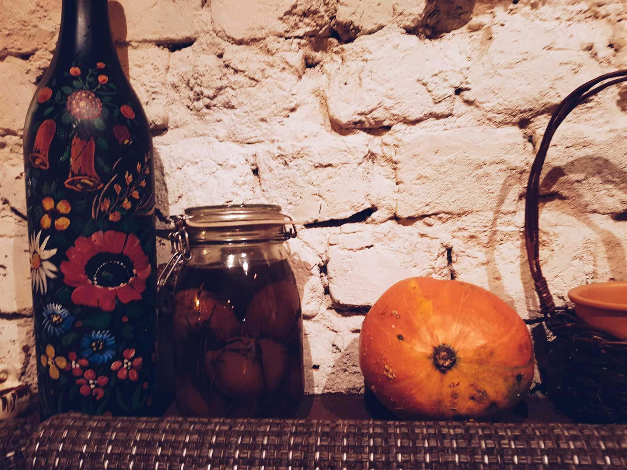 Breslau Sehenswürdigkeiten Georgische Dekoration mit Kürbis und eingelegtem Gemüse