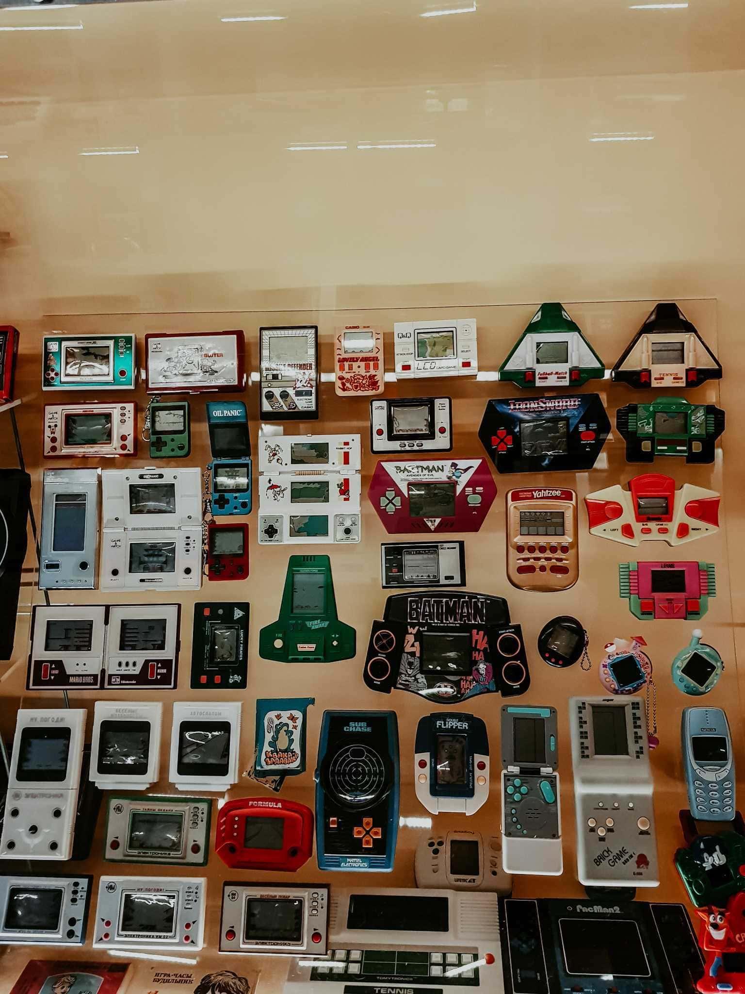 Alte Handheldkonsolen in Museum in Breslau