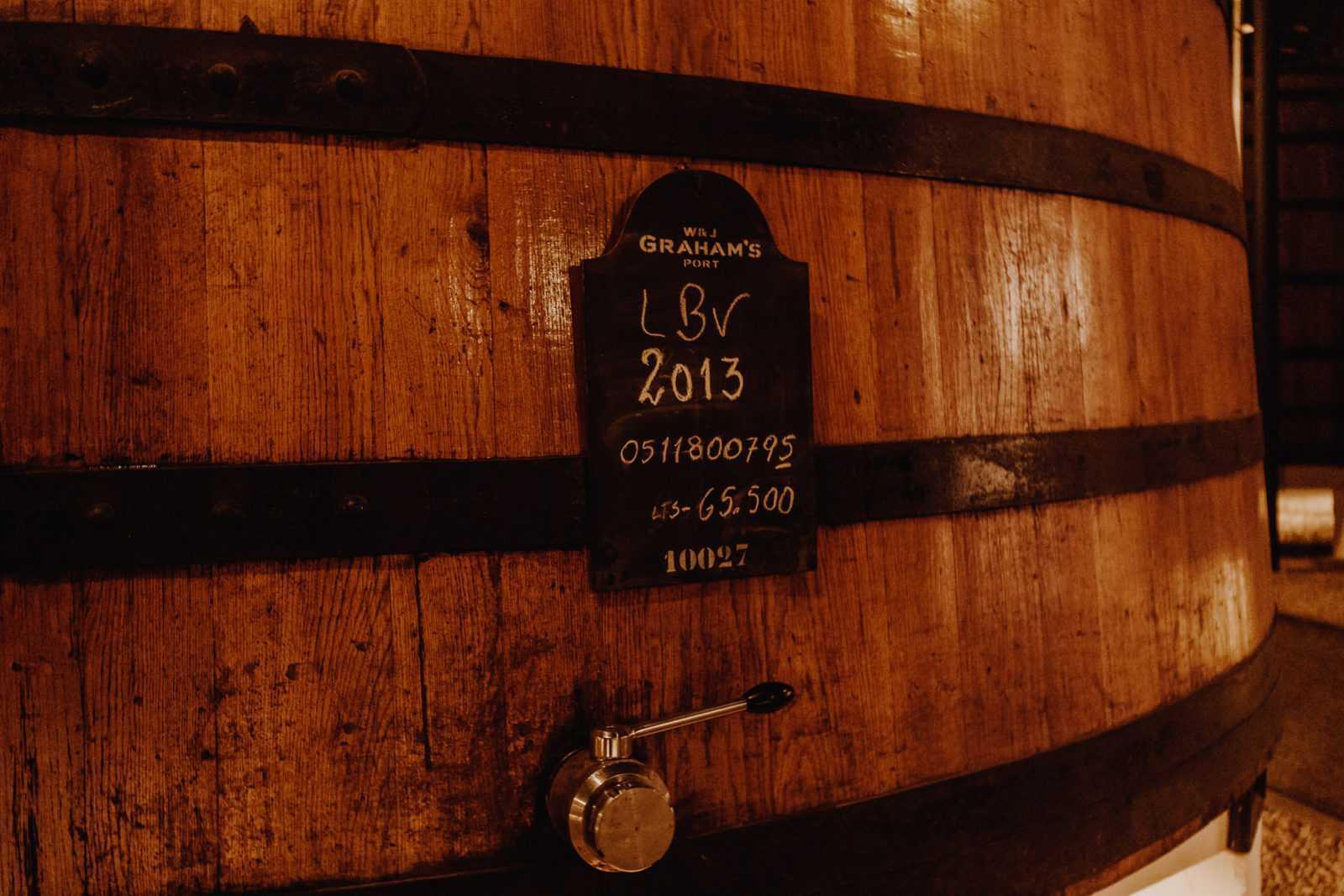 portwein porto fässer in graham's weinkellerei