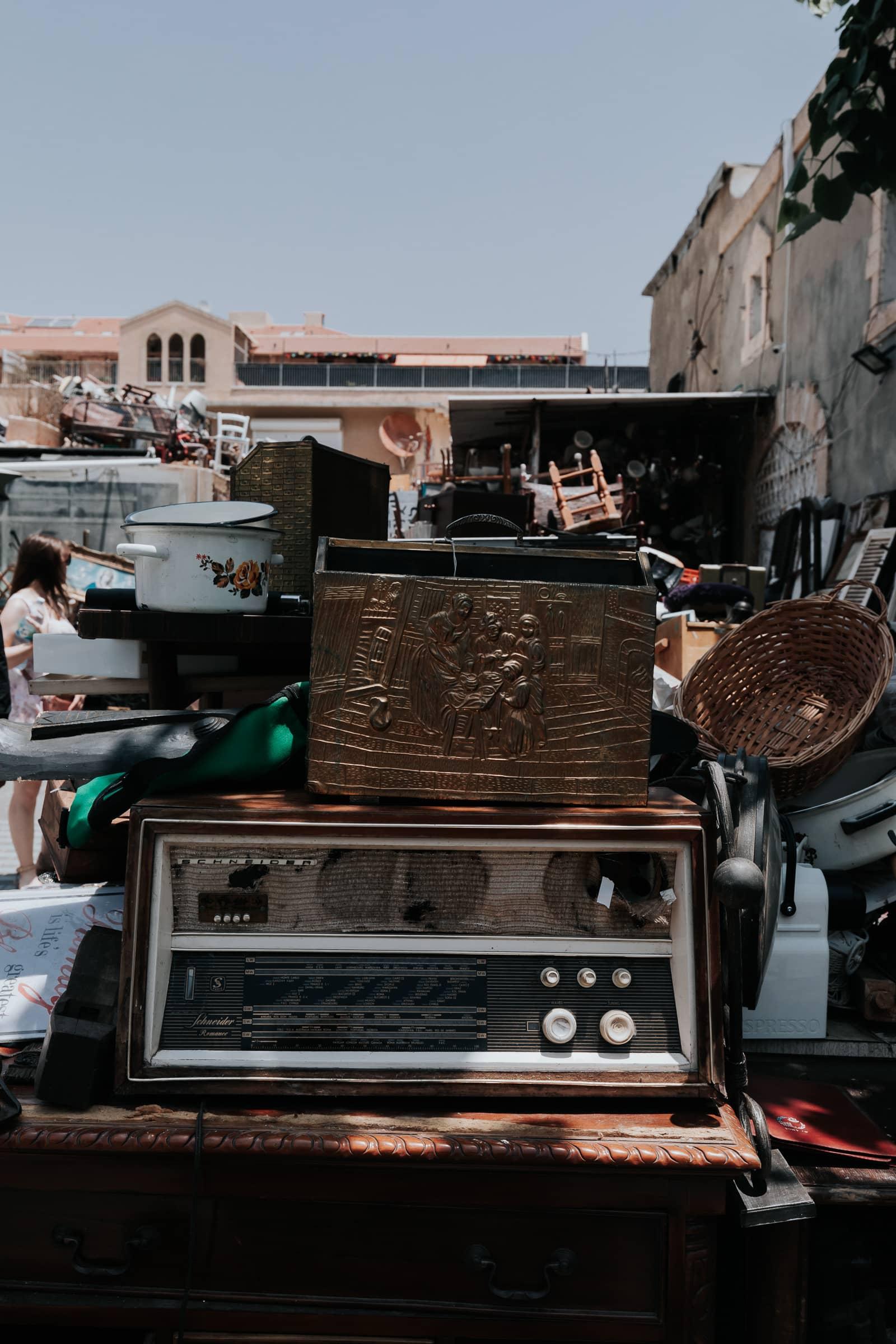Tel Aviv Sehenswürdigkeiten Jaffa Flohmarkt Stand mit Antiquitäten