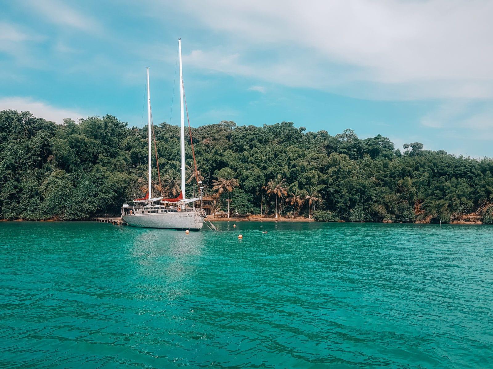 Segelboot in Paraty Brasilien