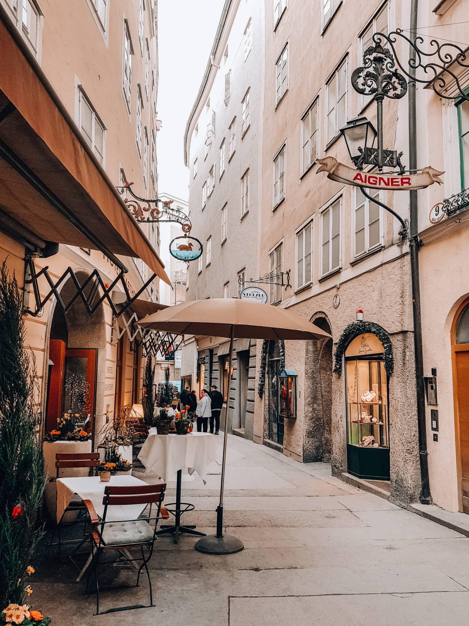 Salzburg Sehenswürdigkeiten Goldgasse in der Altstadt