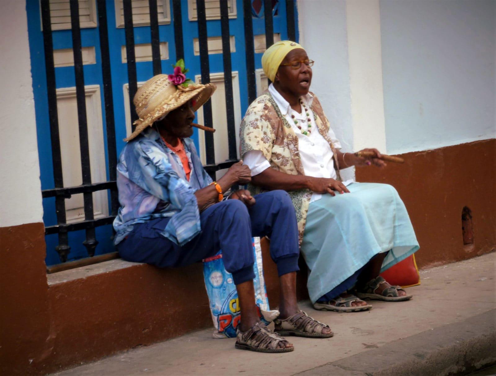 Kuba Frauen mit Zigarre