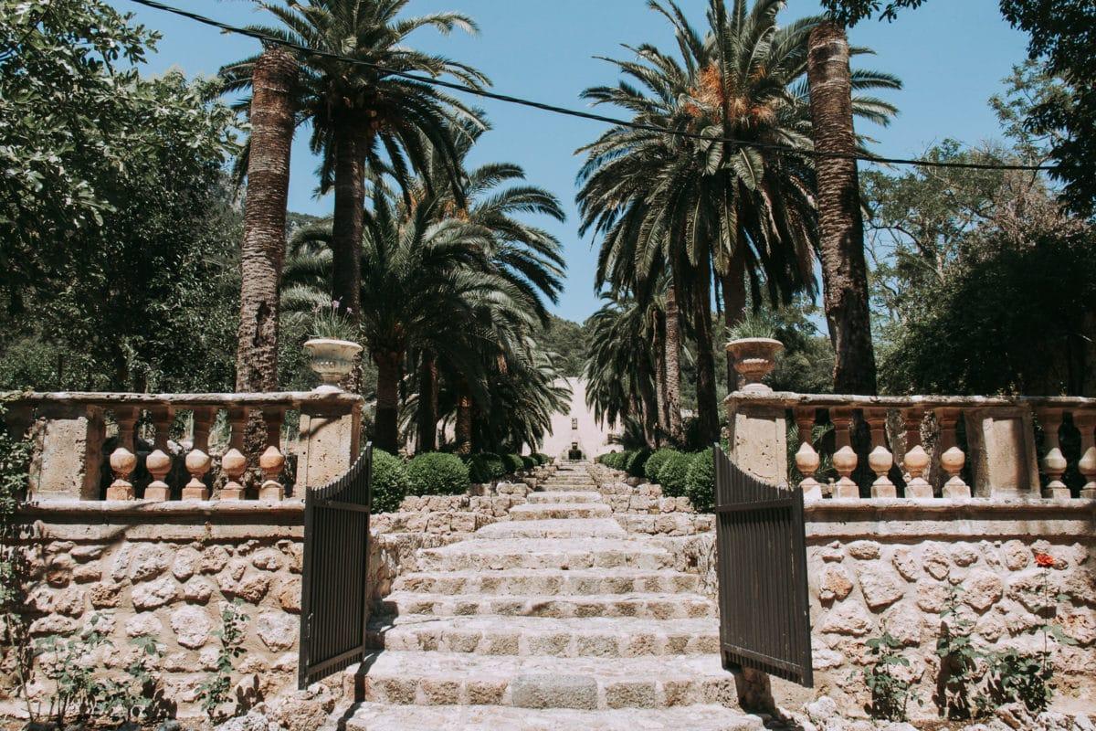 Lange Treppe mit Brunnen Jardines de Alfabia Mallorca