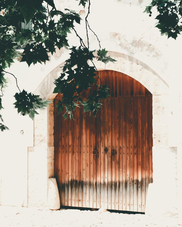Jardines de Alfabia Mallorca Tür aus Holz