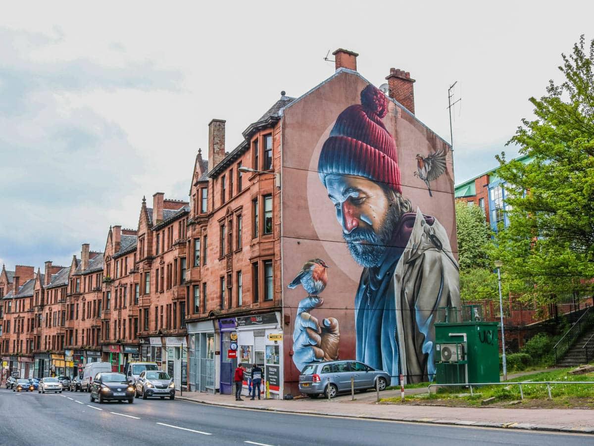 Glasgow Sehenswürdigkeiten Street Art Smug Man with Bird