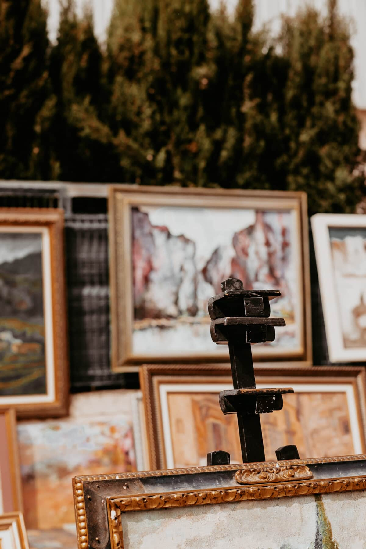 Buying paintings at the flea market in Consell Mallorca